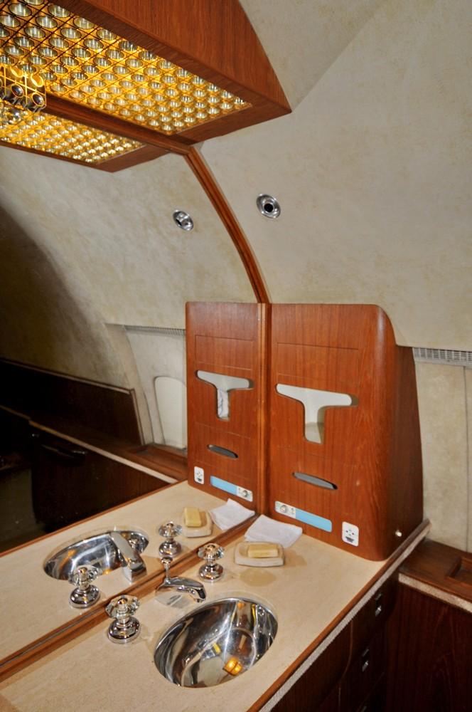 Туалет в самолете султана Омана в музее в Бруклендсе