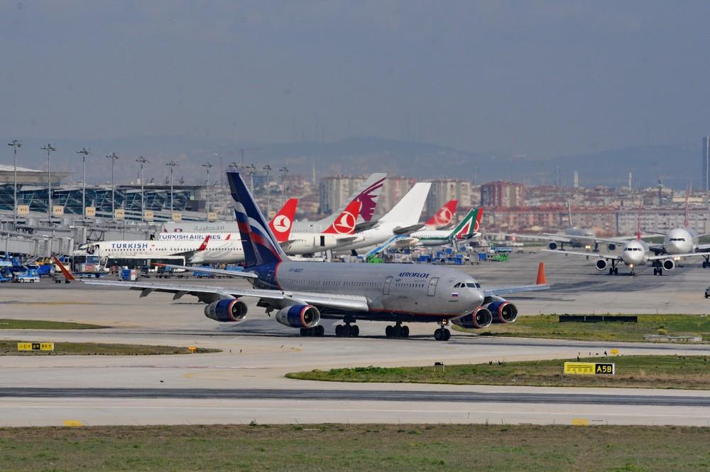 Ил-96-300 авиакомпании Аэрофлот в аэропорту Ататюрк