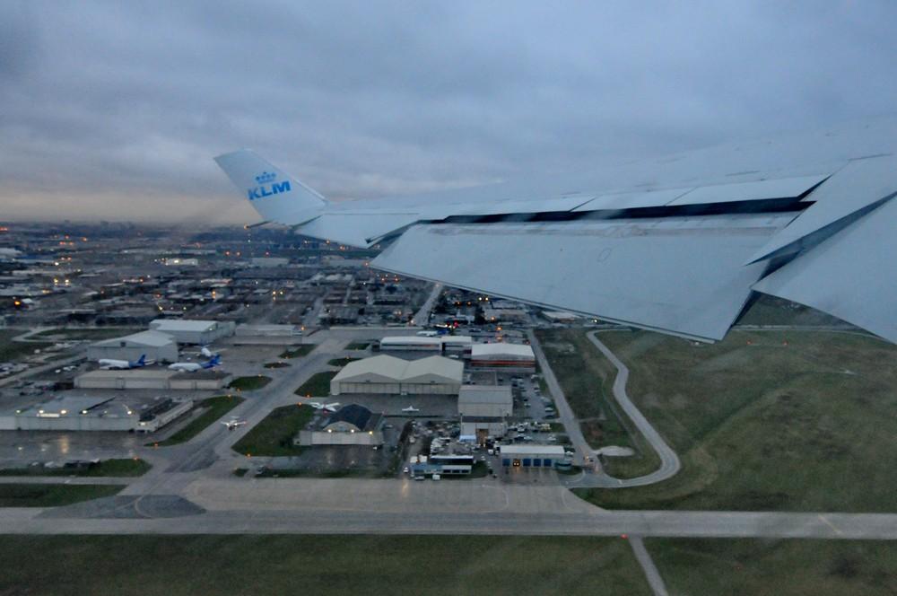 Взлет MD-11 в аэропорту Торонто