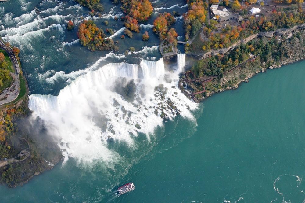 Ниагарский водопад с вертолета. Водопад на американской части