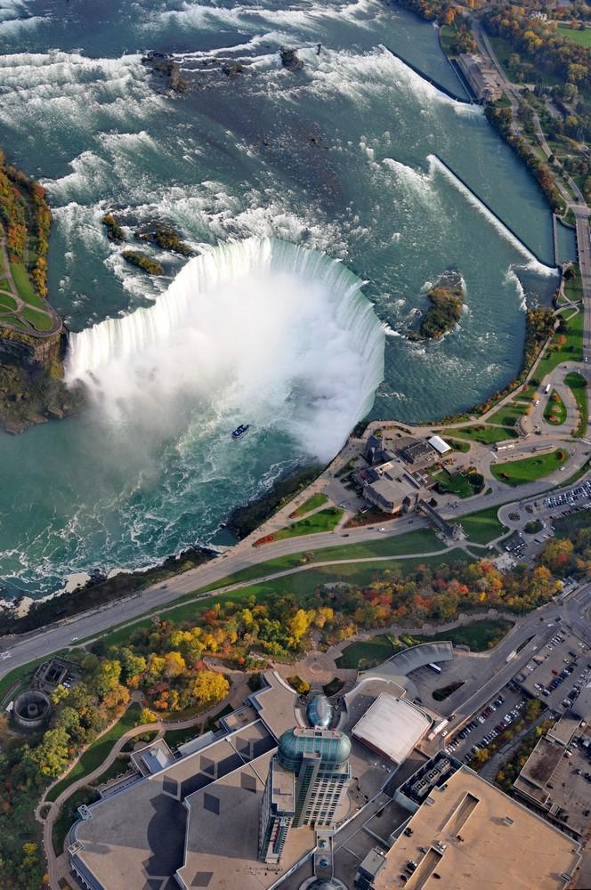Ниагарский водопад с высоты птичьего полета. Водопад на канадской стороне