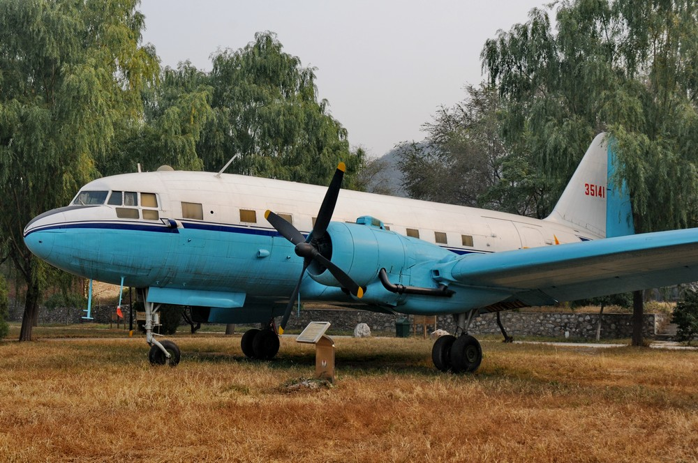 Ил-12 в Пекинском музее авиации в Датангшане