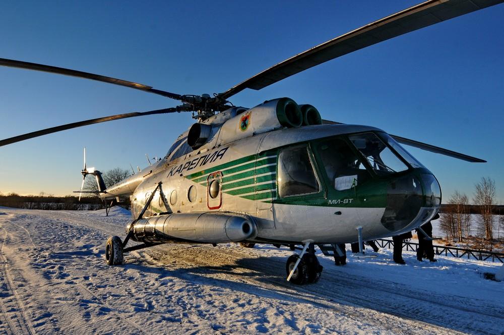 Вертолет Ми-8Т авиакомпании Северо-Запад в аэропорту Кижей