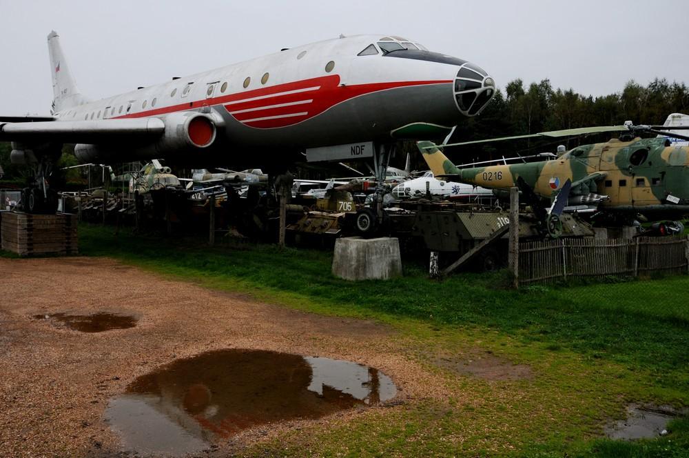 Ту-104 у входа в музей самолетов Зруч в Пльзне
