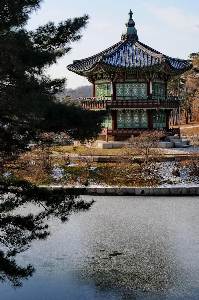Сеул. Беседка на территории дворца Кенбоккун