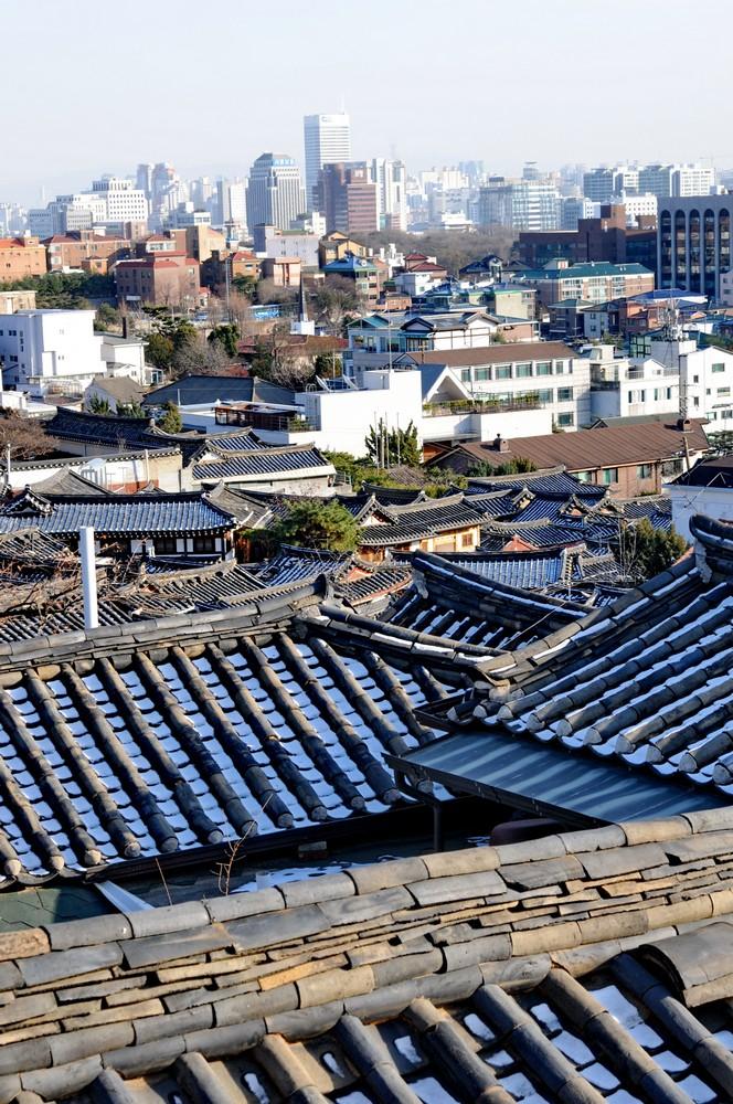Панорама старинного района Букчон в Сеуле