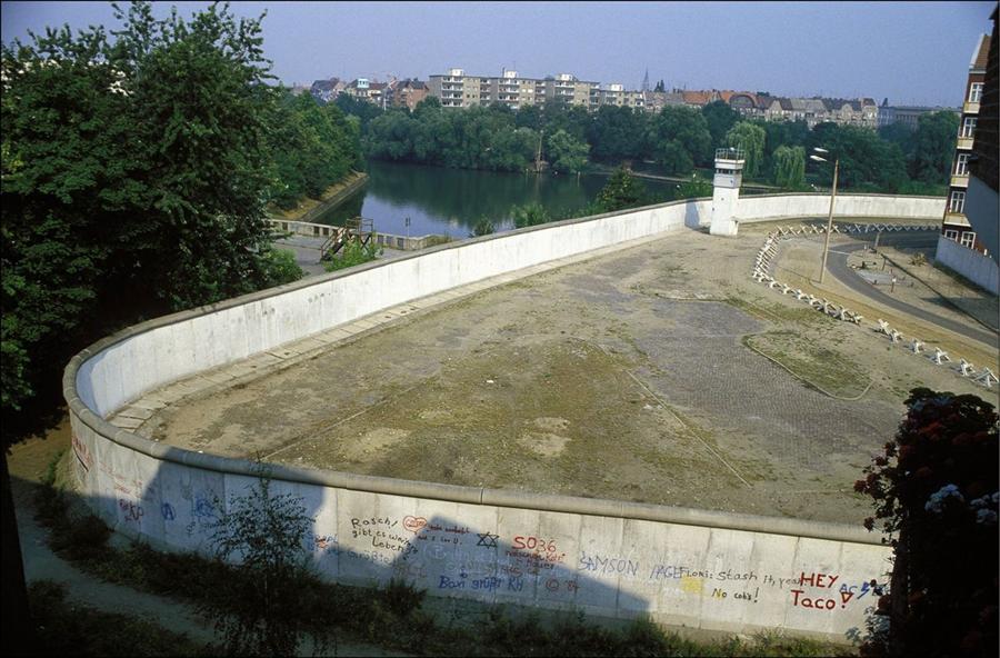 itwaslong.ru_berlinwall-17 (Custom).jpg