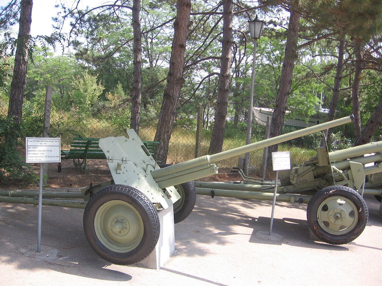 1280px-45_mm_anti-tank_gun_M1942_(M-42)_Museum_on_Sapun_Mountain_Sevastopol_1