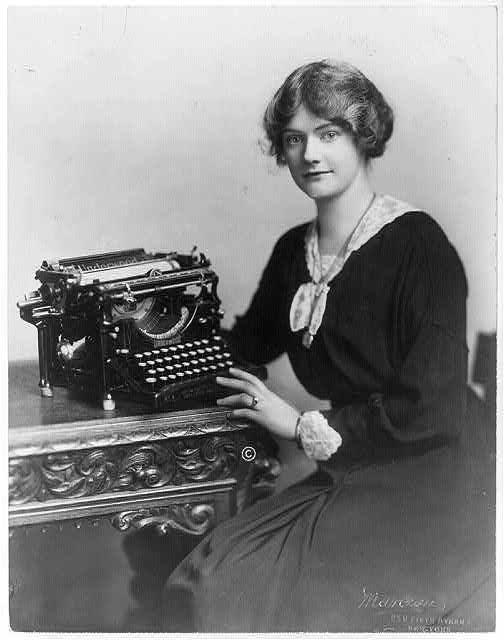 Woman_with_Underwood_typewriter