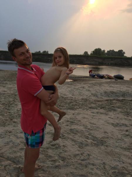 Виталий с дочкой.jpg