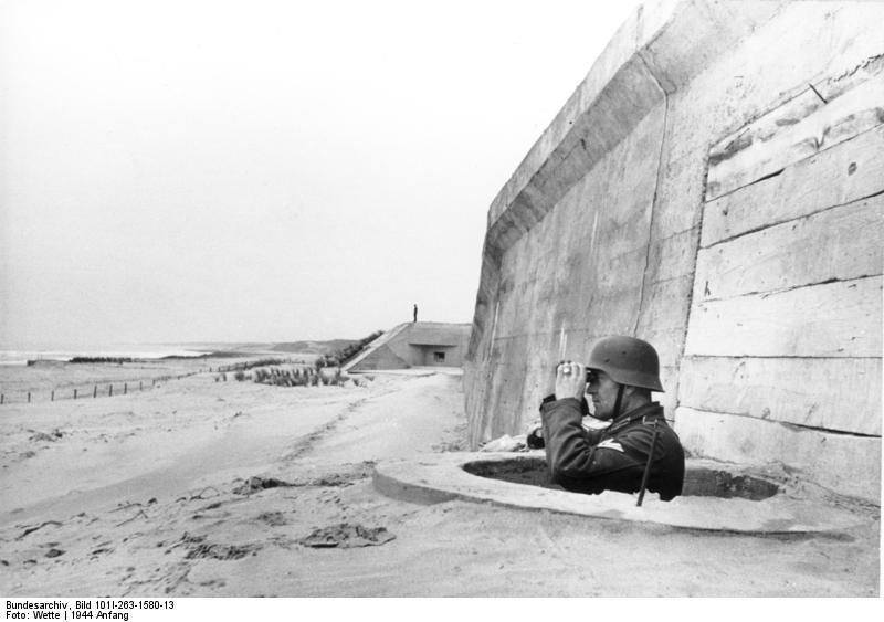 Bundesarchiv_Bild_101I-263-1580-13,_Frankreich,_Atlantikwall,_Soldat