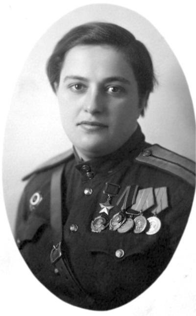 Фото Людмилы Павличенко в 1944 году.