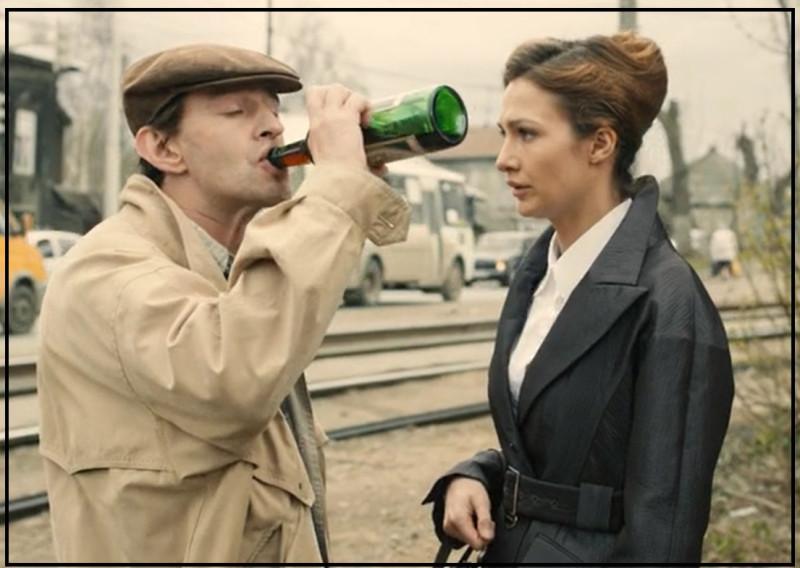 А вот и истинная любовь Служкина в исполнении бутылки портвейна