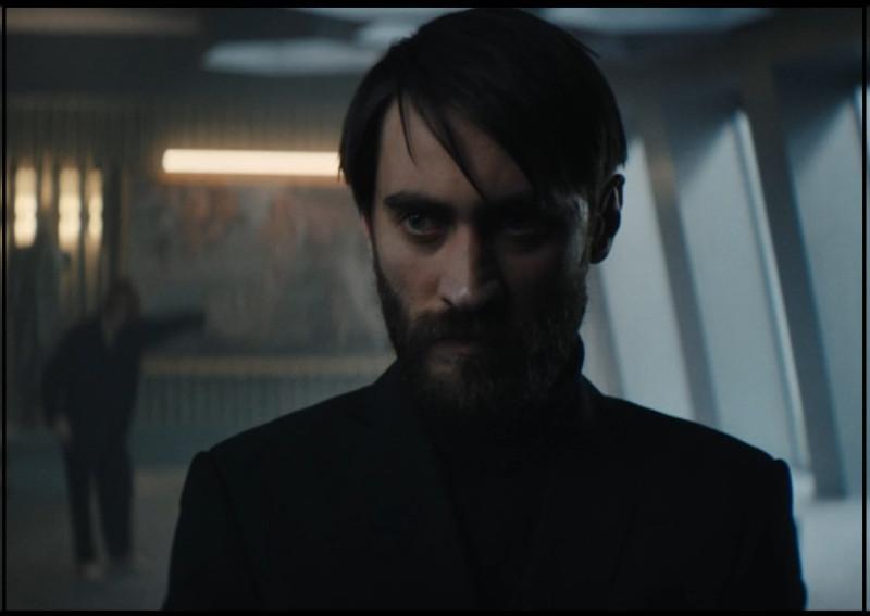 Кстати, на этом кадре есть главный антагонист фильма. А на первом плане — Олег.