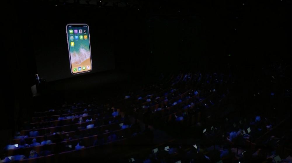 Что показала корпорация зла? По-настоящему новый iPhone и многое другое!