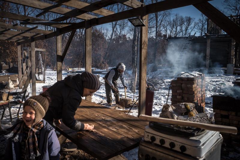 """Одна из фотоиллюстраций к материалу в """"Нью-Йорк Таймс"""". Почти любая деревенская усадьба на Дальнем Востоке будет выглядеть лучше, но зачем журналистам показывать как есть, если есть задача показать, как нужно?.."""