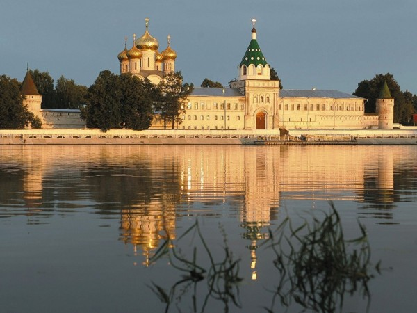 Кострома_Ипатьевский_монастырь.jpg