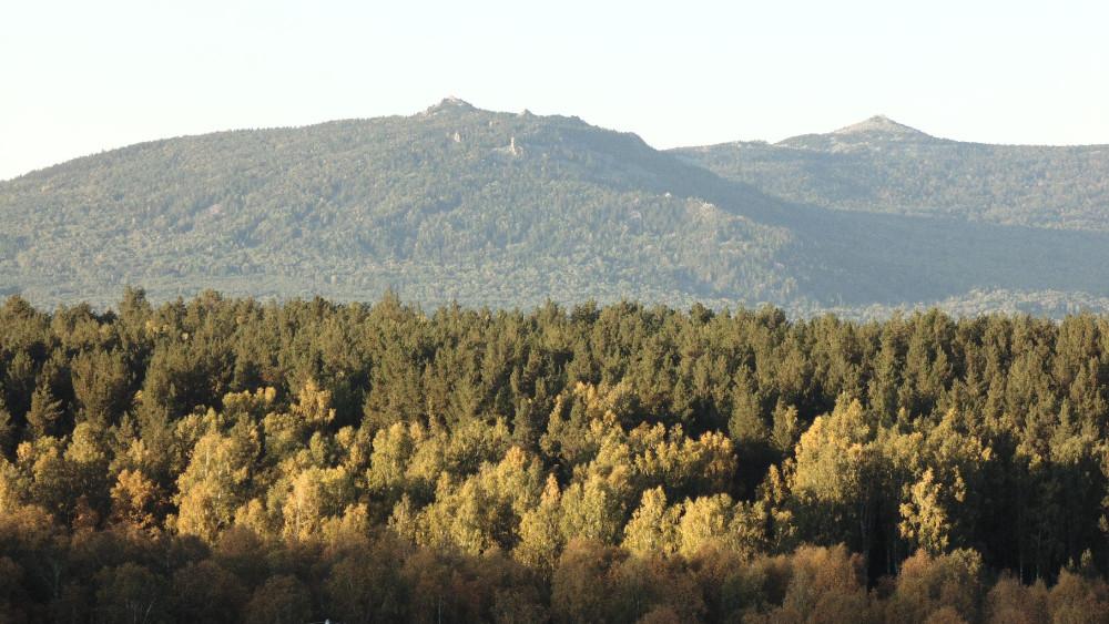 Хребет Аваляк. Вершины Большой Аваляк и Абараш-баш. Вид из Николаевки.