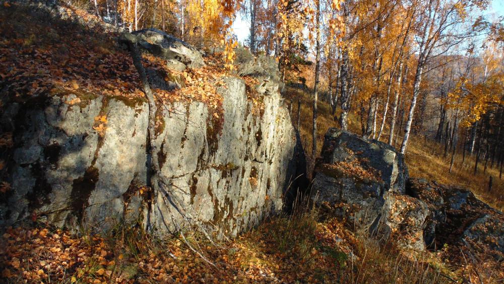 На Малом Баштуре. Ровные разломы скал.
