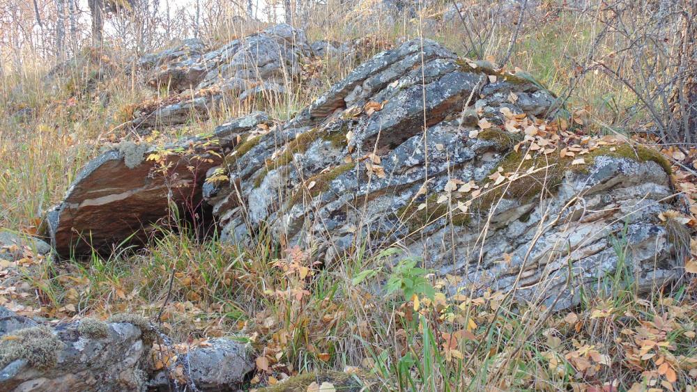 Интересные формы камней попадаются по всему хребту