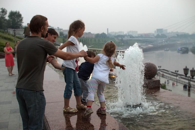 012_дети у фонтана_resize.jpg