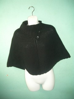 Cute mid weight knit 4 button cape