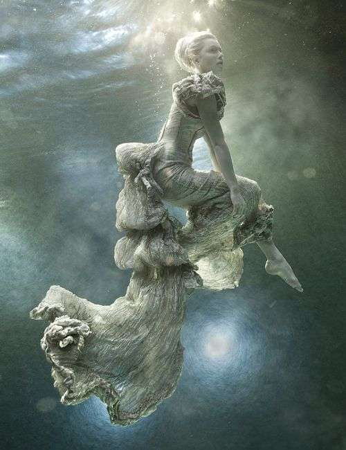 underwater-fashion-photography-zena-holloway