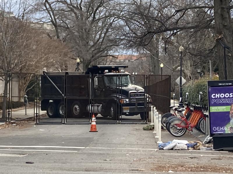 Barricade near the OAS & DAR buildings