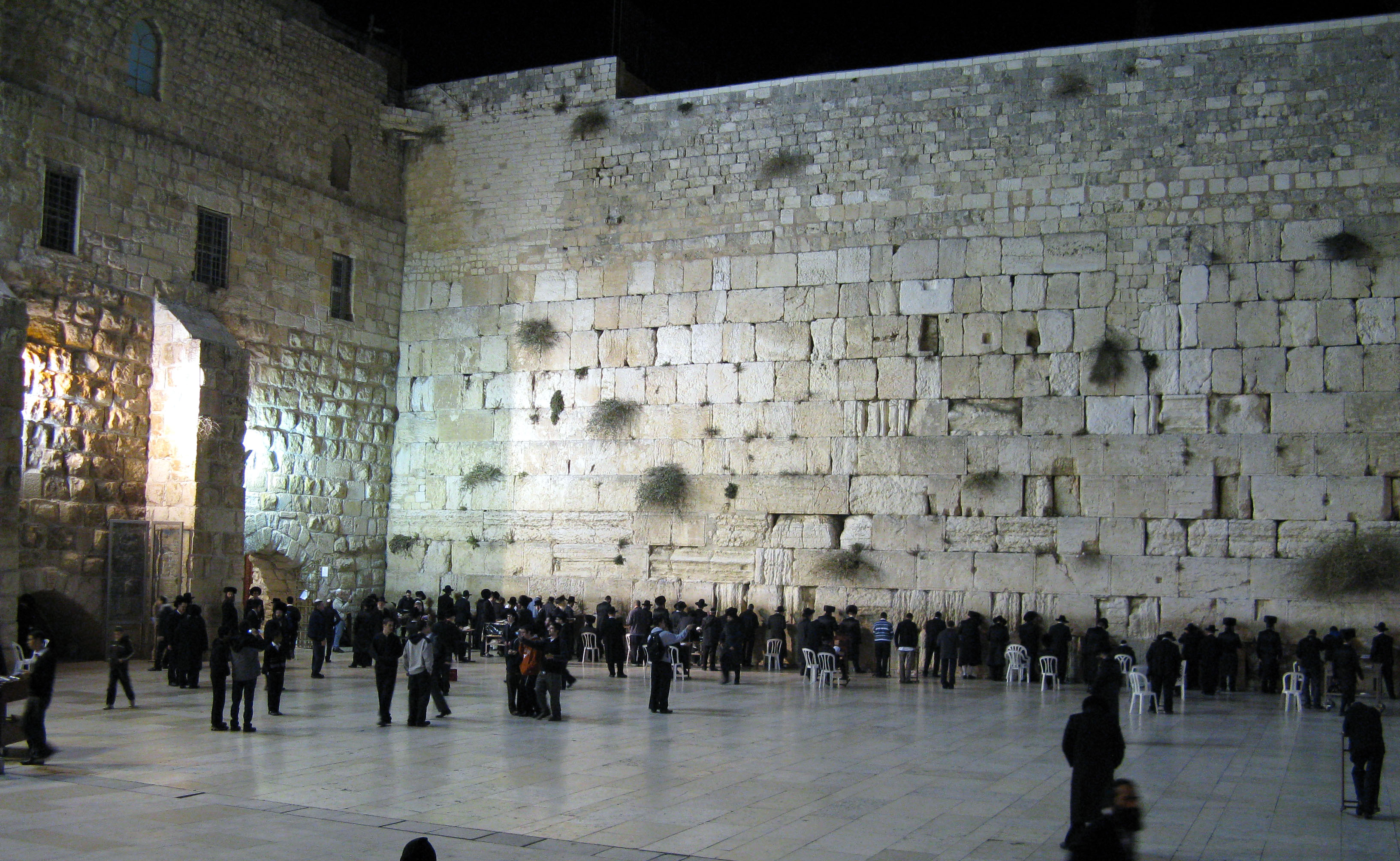 The_Western_Wall_at_night