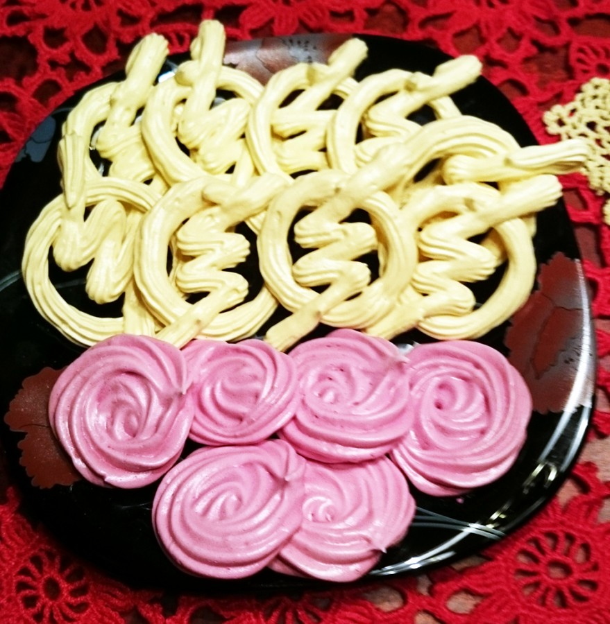 Meringues. Yellow Flash logo ones, and pink roses.