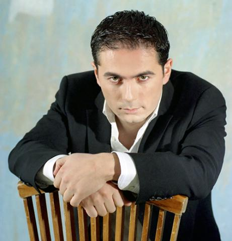 Красивый армянский актер, секси хозяйка в ванной