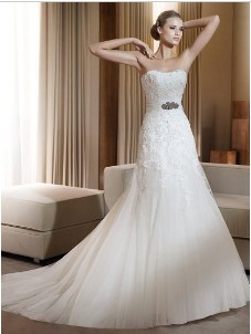 Color Of Wedding Dress And Prom There Is Always No Problem With White Skin Most Will Fit Look Good