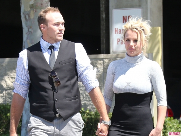 britney-spears-david-lucado-church-thousand-oaks-080413-5-600x450