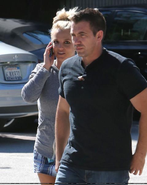 XRAY_Spears_Britney_082413_28129