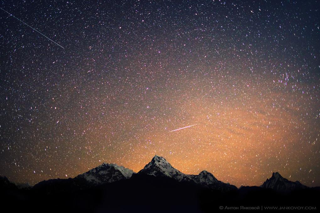 meteor_and_satelite