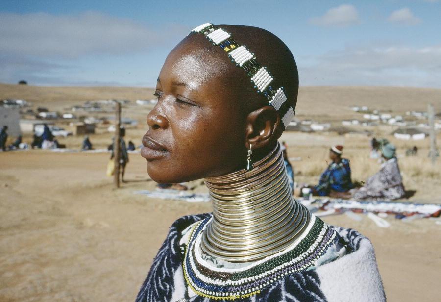 Фото голых баб из диких племен 25 фотография