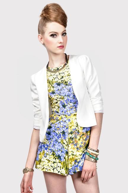 Amber Avenue Marcia Crop Blazer in White Size M