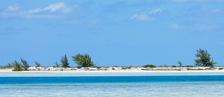 half-moon-bay-little-water-cay