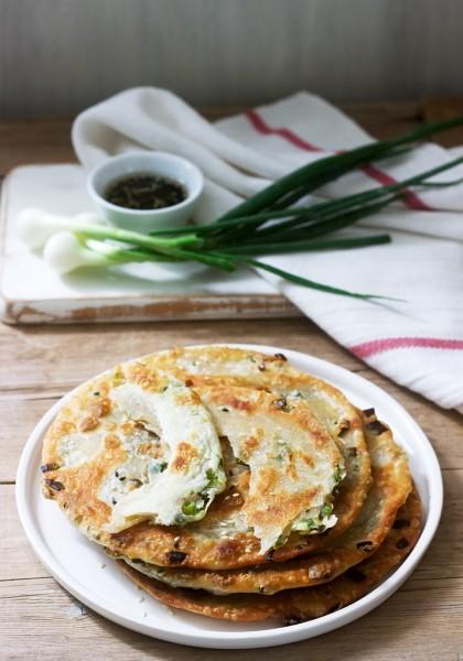 葱油饼 - Chinese Scallion Pancakes - Китайские луковые лепёшки(цунъюэбин).