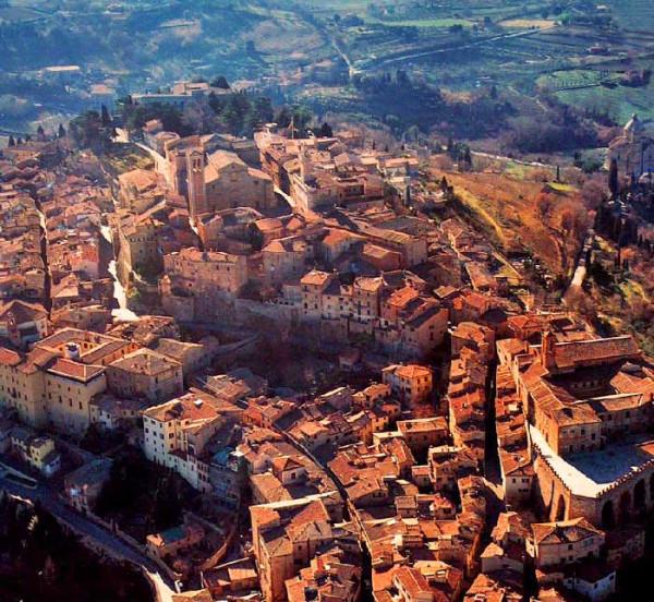 tuscan-hilltown-montepulciano-aerial-view