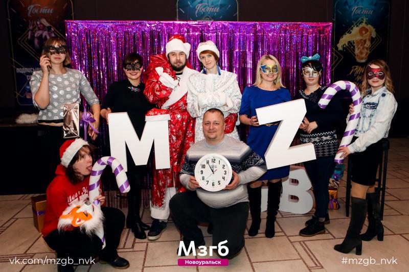 Это мы на Мозгобойне новогодней. Все люди, как люди, а мне всегда шёл колпачок.