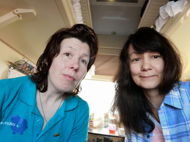 Я и Аля, естественные и без макияжей