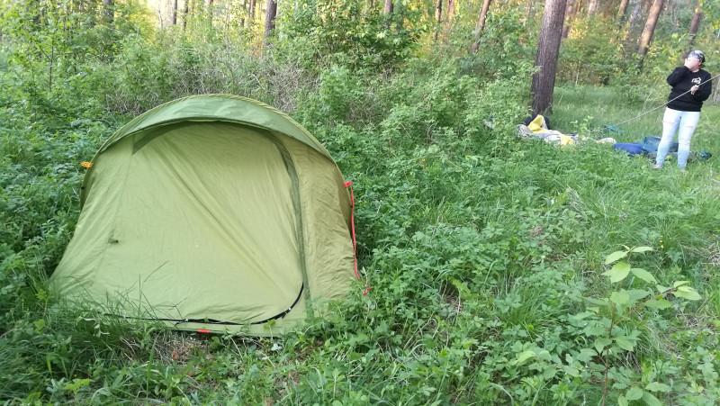 Моя изи-палатка, которую я собрать-то могла, а чтобы разобрать, всегда звала кого-нибудь на помощь.