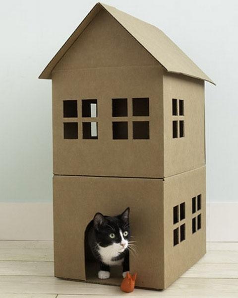 Дом из коробки для кота