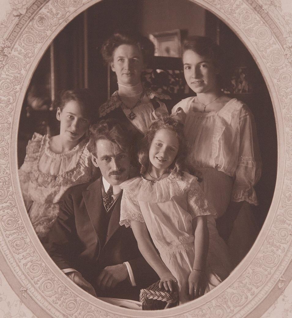 alten-family-portrait 1915