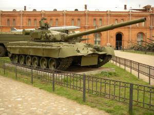 T-80_in_Saint-Petersburg