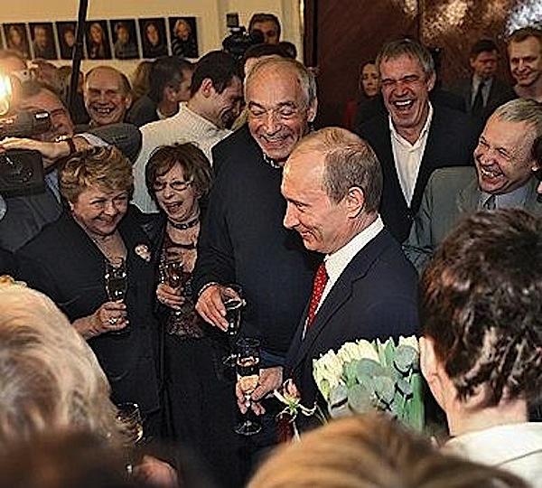http://ic.pics.livejournal.com/jetset1912/21202639/21560/21560_original.jpg