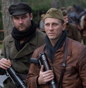 daniel_craig_and_liev_schreiber_defiance_movie_image__2_