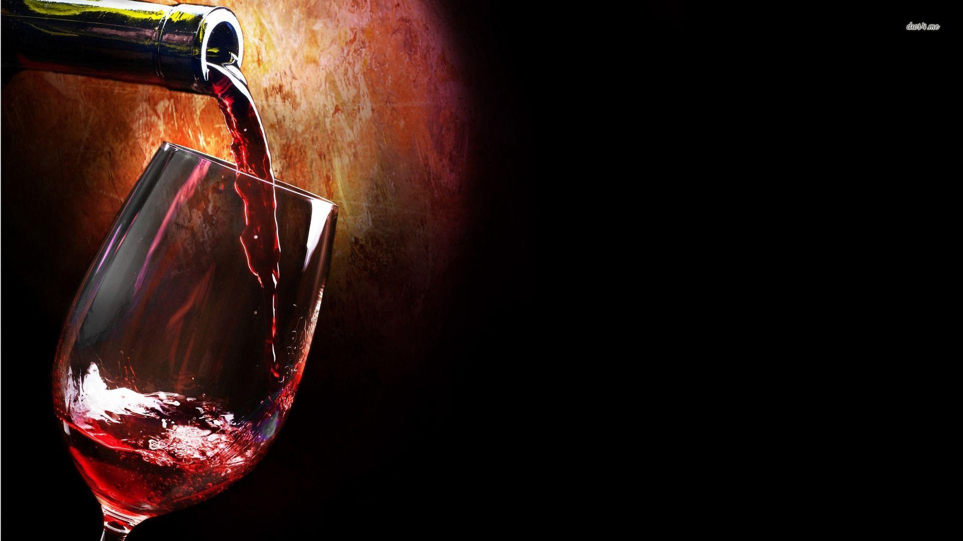 Бутылка вина с бокалом без регистрации