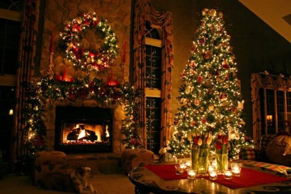 christmas_tree_by_dreamingindigital-dg01qd
